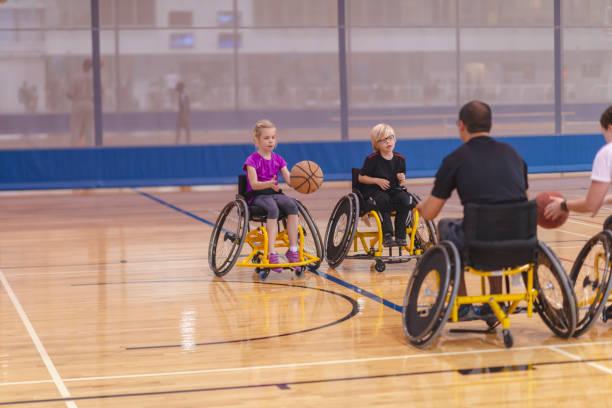 basketball en fauteuil roulant - sports en fauteuil roulant photos et images de collection