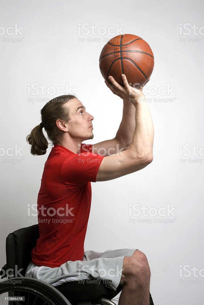 basketball player shooting de ruedas - foto de stock