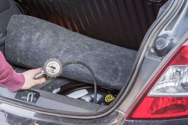 Wenn Sie das Rad zu wechseln, auch prüfen Sie den Luftdruck in das Reserverad – Foto
