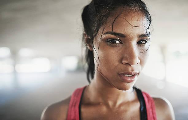 wenn mein körper verkündet haben, meinen schläger nie - joggerin stock-fotos und bilder