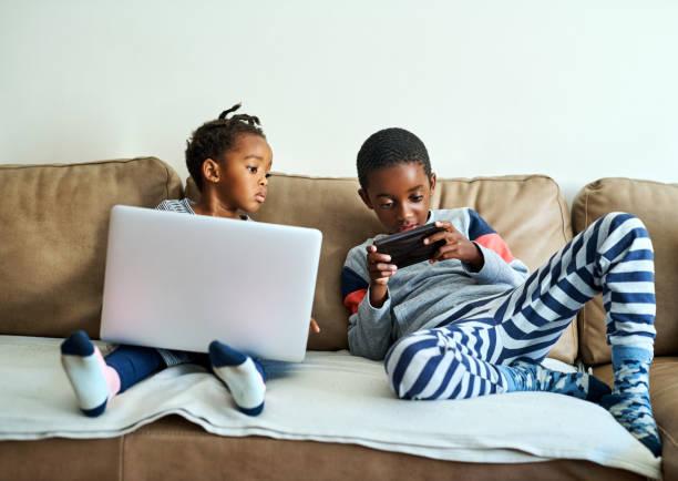 wenn sie online sind, sind sie unterhalten - free online game stock-fotos und bilder
