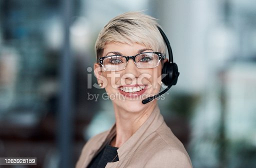 istock When you call, we answer immediately 1263928159