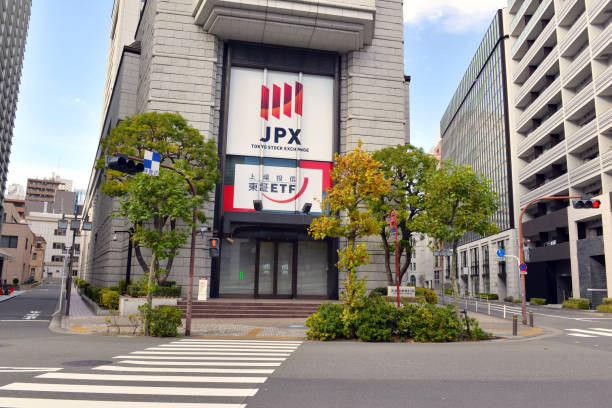 その 1989 レコード以下の中日経 225 指数東京証券取引所の増加している日本の強力な資本市場の信頼を証する過去 9 年間 - 日本銀行 ストックフォトと画像