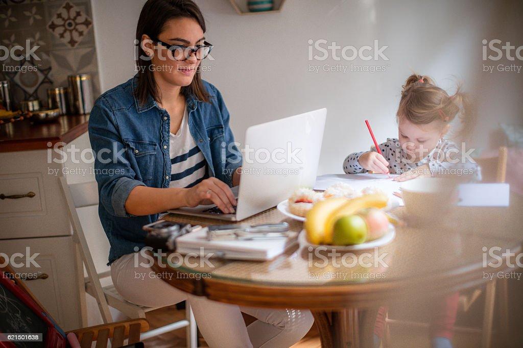 While mom is working... Lizenzfreies stock-foto