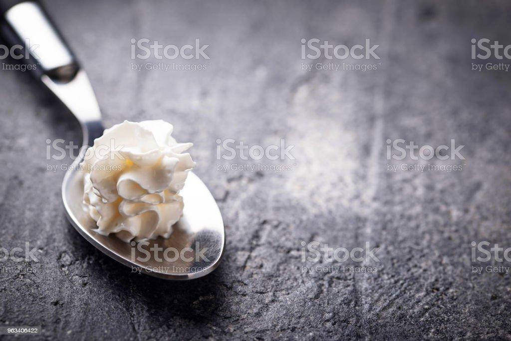 Whipped cream on a spoon - Zbiór zdjęć royalty-free (Bez ludzi)