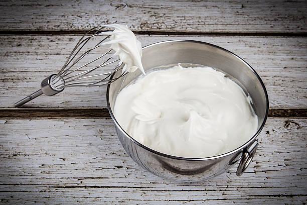 crème chantilly - glaçage photos et images de collection