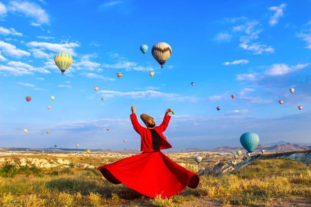 derviche tourneur en cappadoce - turquie photos et images de collection