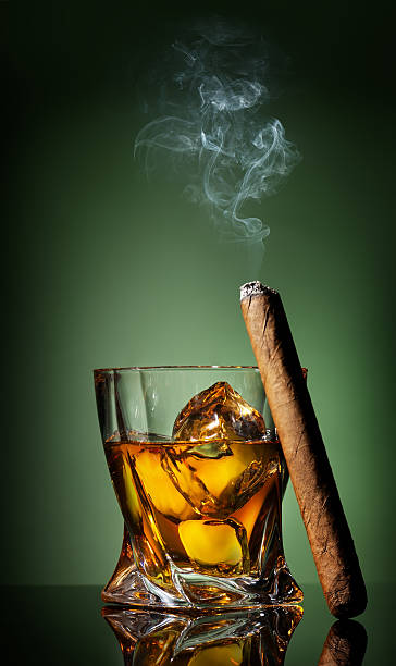 whiskey and cigar on green - guy with cigar stockfoto's en -beelden