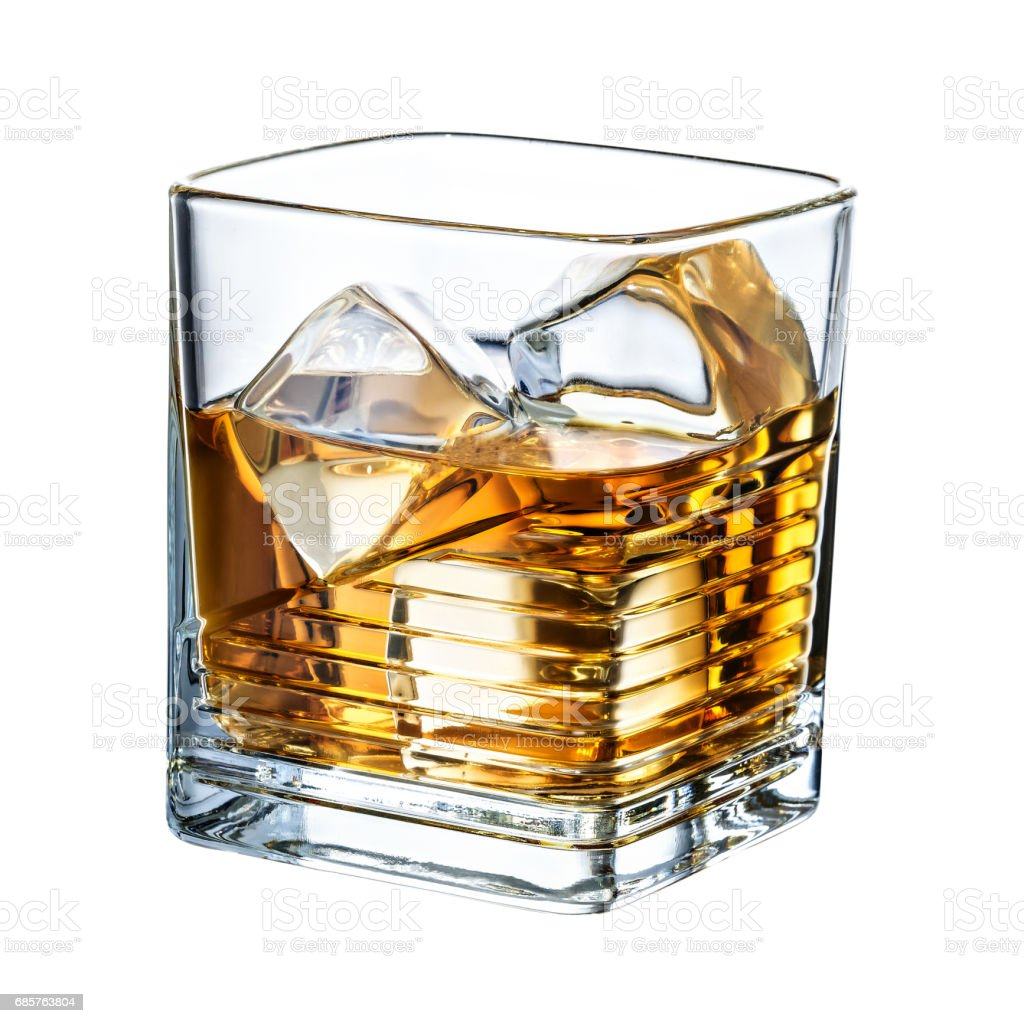 Whisky clean - cubes de glace isolement sur fond blanc photo libre de droits