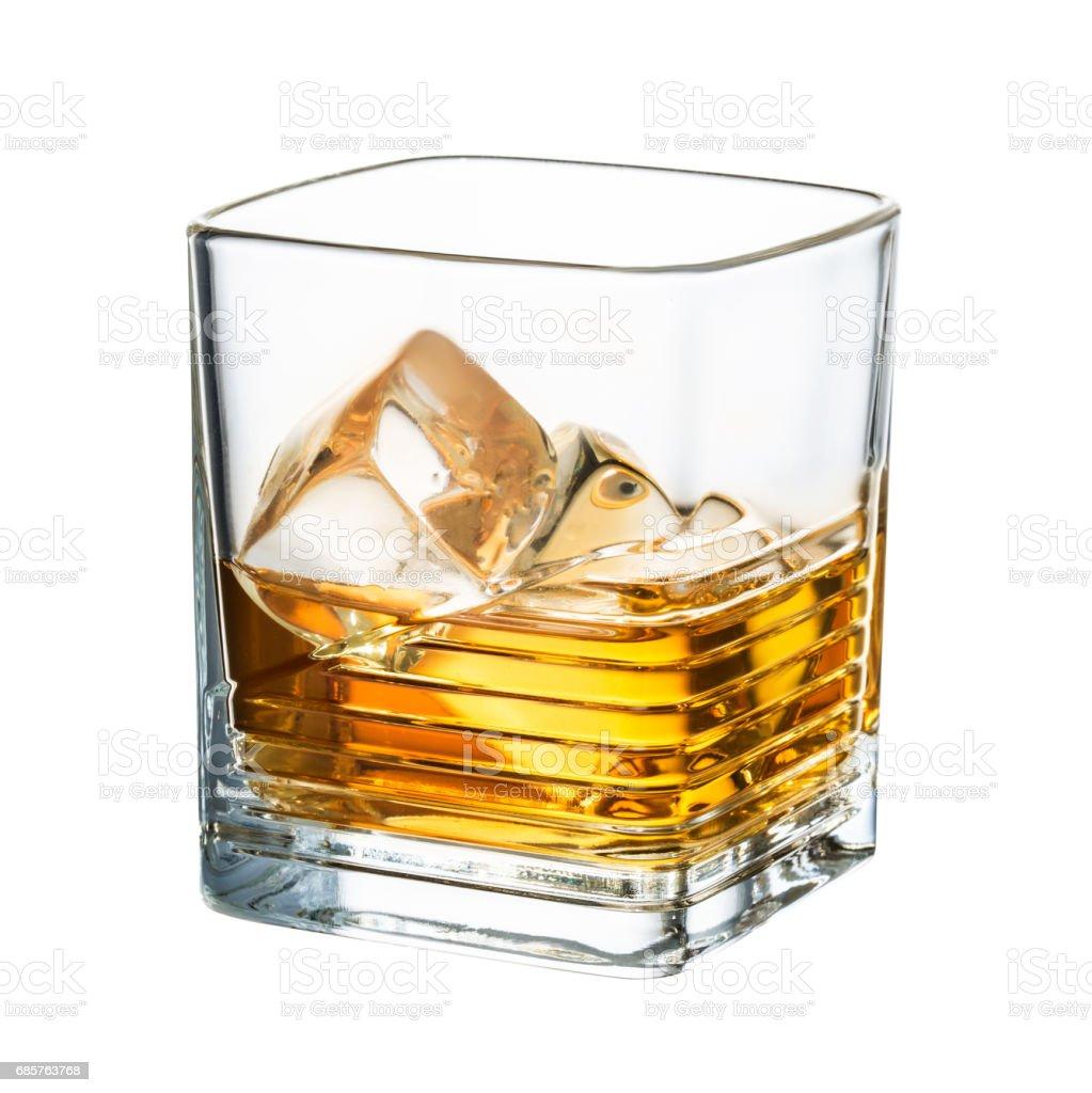 Whisky clean - ijsblokjes op witte achtergrond royalty free stockfoto