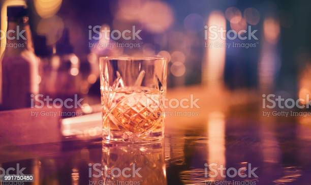 Whiskey on the rocks served in vintage glass at bar picture id991750480?b=1&k=6&m=991750480&s=612x612&h=esb72cats736pujyovyp6af4pzugba uqvburlxgy0o=
