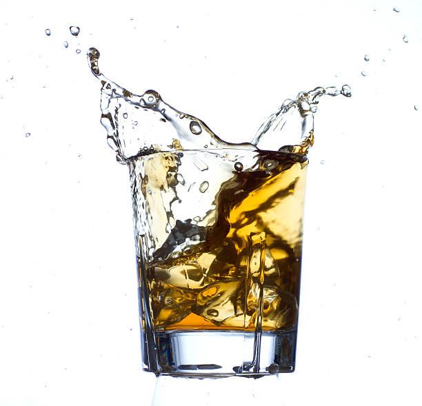 Whisky y el hielo - foto de stock