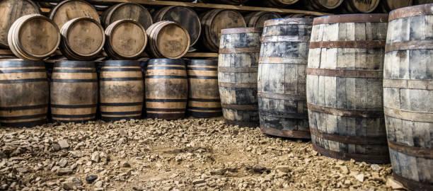 Whisky-Fässer in das Lagerhaus – Foto