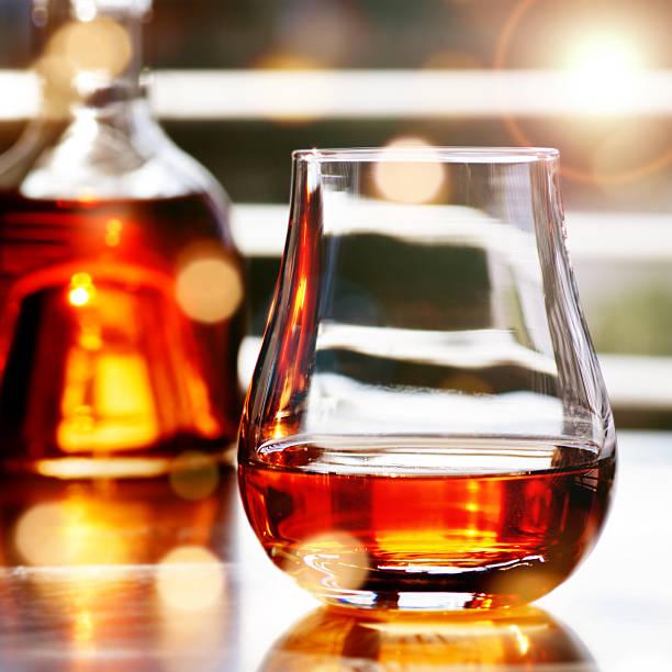 whisky in front of a window - kuqa stock-fotos und bilder