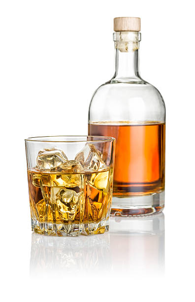Whisky on the rocks avec une bouteille - Photo