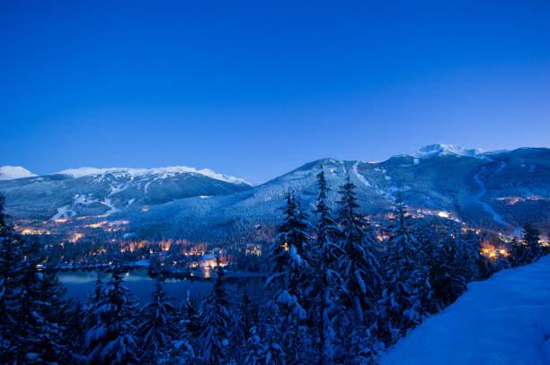 Whistler Blackcomb Skigebiet in der Dämmerung – Foto