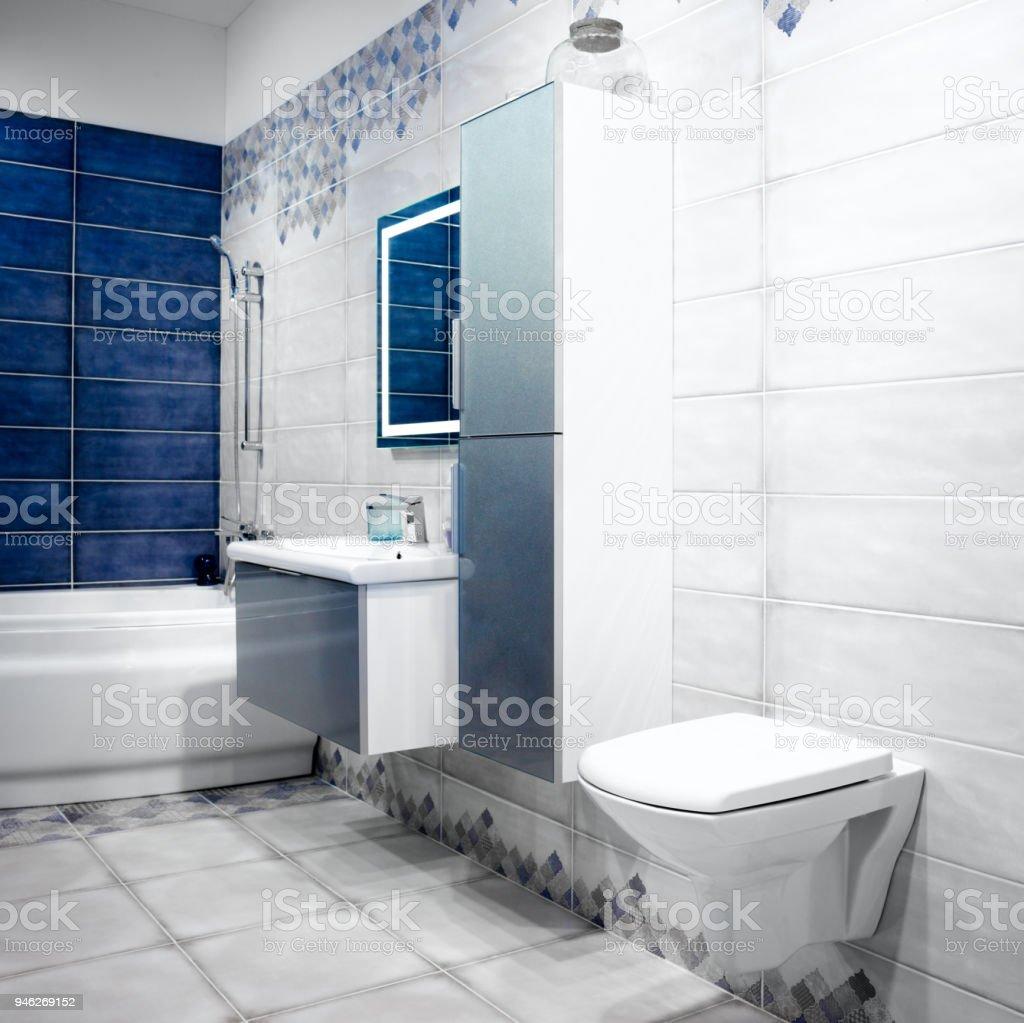 Photo libre de droit de Intérieur De Salle De Bain Blanc Et ...