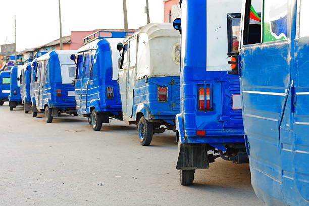 Weiß und Blau Rikscha taxis. Mekelle-Äthiopien. 0489 – Foto