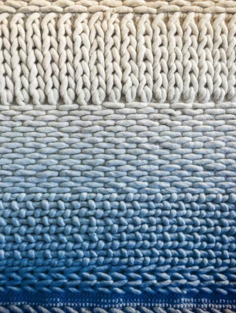 白色和藍色冬季針織背景 - 針織品 個照片及圖片檔