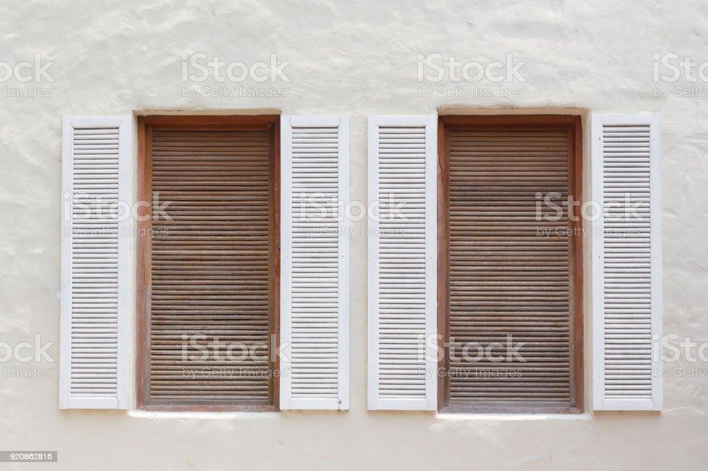 Weisse Und Braune Fenster Fur Dekorative Haus Gefalschte Holzfenster