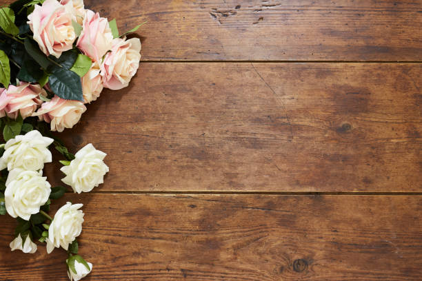 White and pink roses on rustic wood background picture id674662876?b=1&k=6&m=674662876&s=612x612&w=0&h=wrtauso6xoqutedsfiosu ui5zti79tdrfxa2jau05k=