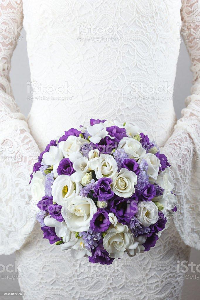 Weiss Und Lila Hochzeit Blumenstrauss Stock Fotografie Und Mehr Bilder
