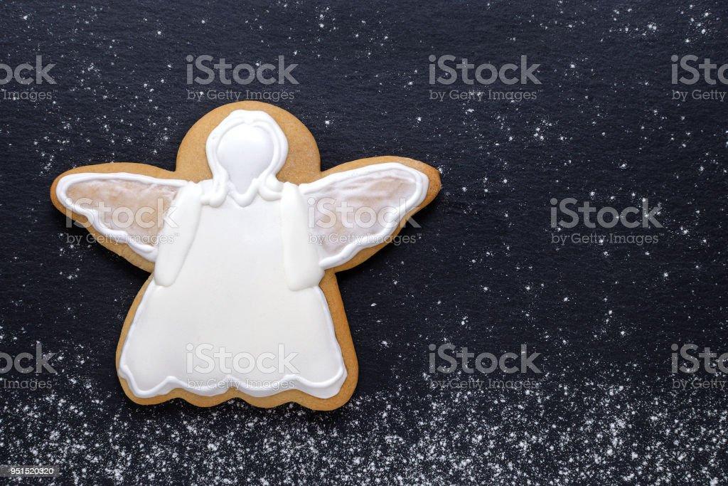 pain d'épice Ange blanc sur fond noir - Photo