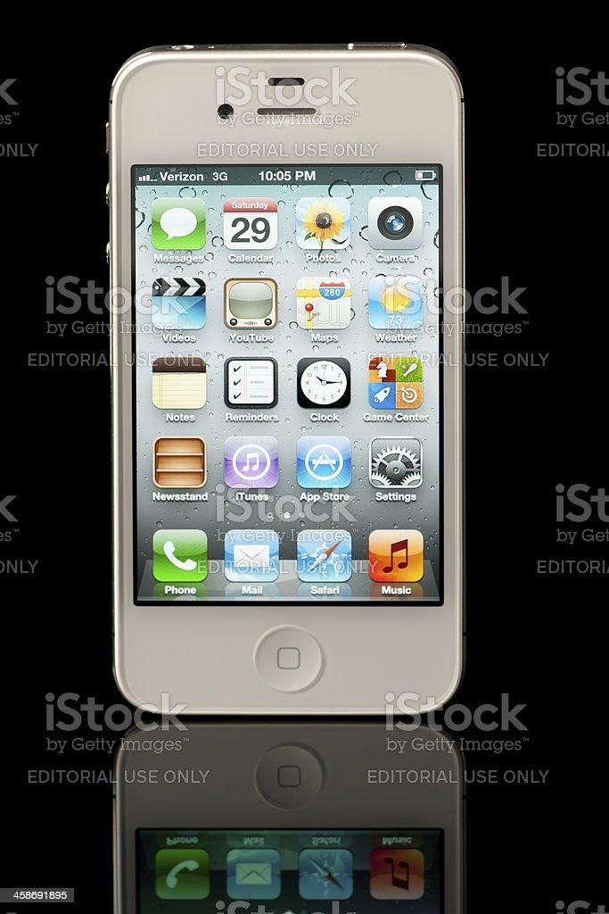 Bianco Iphone 4s Apple Su Sfondo Nero Con Riflessione Fotografie