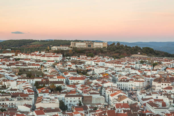 White architecture and red roofs in tourist Aracena's town. - foto de stock