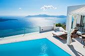 白の建築のサントリーニ島、ギリシャ