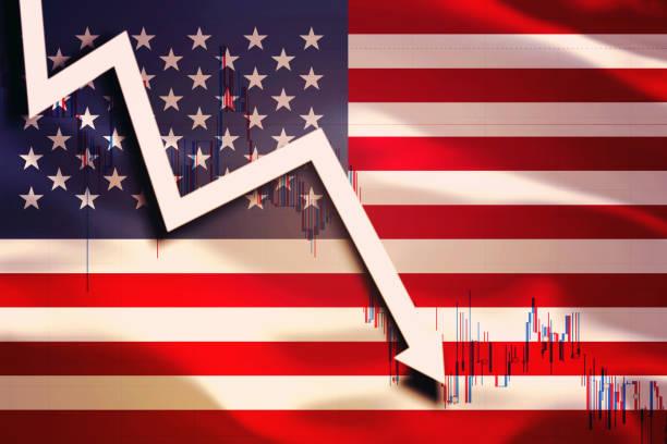 weißer pfeil und diagramm fallen auf den hintergrund der schwingenden flagge der usa (usa) - börsencrash stock-fotos und bilder