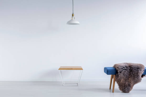 white ascetic room with bench - gepolsterte bank stock-fotos und bilder