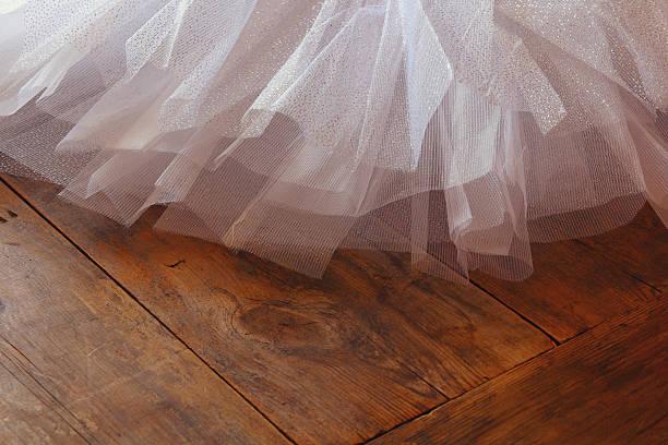 white ballet tutu on wooden floor - tüllkleid stock-fotos und bilder