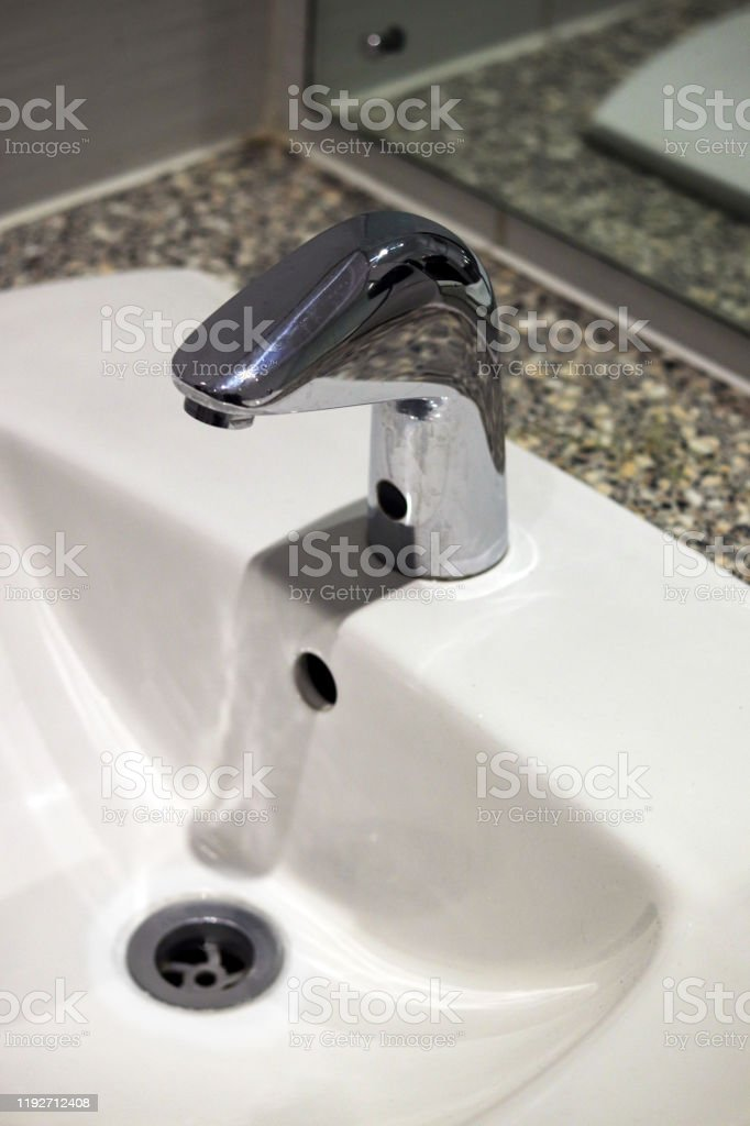 White bathroom sink and tap - Royalty-free Apartment Stock Photo