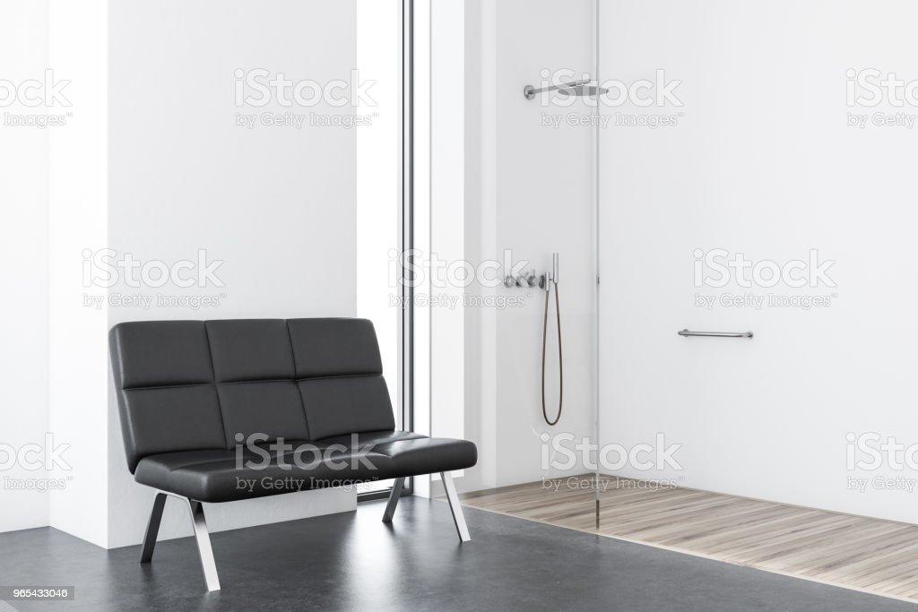 Branco de casa de banho com chuveiro, bancada - Foto de stock de Apartamento royalty-free