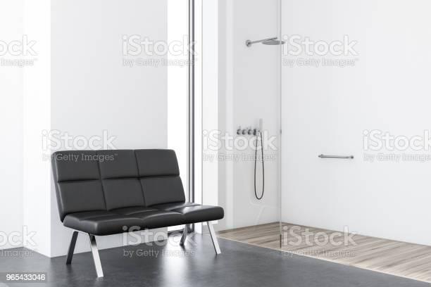 Foto de Branco De Casa De Banho Com Chuveiro Bancada e mais fotos de stock de Apartamento