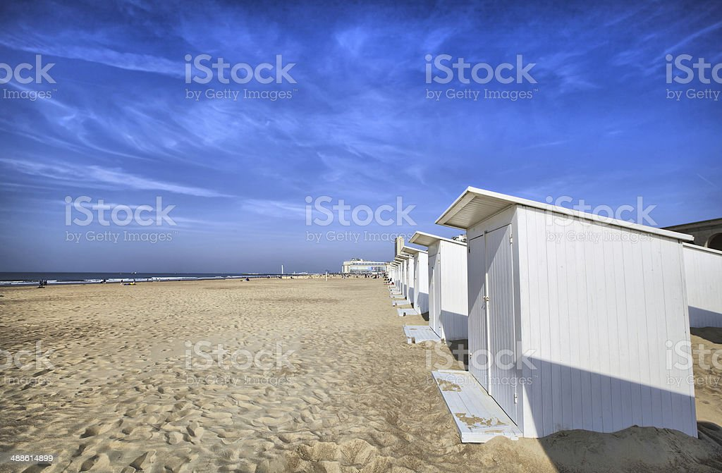 White beach cabins at Ostend​​​ foto