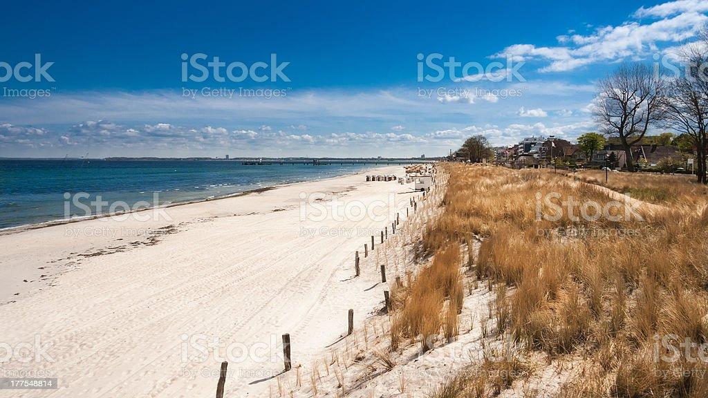 Weiße Sandstrand von Scharbeutz Lizenzfreies stock-foto