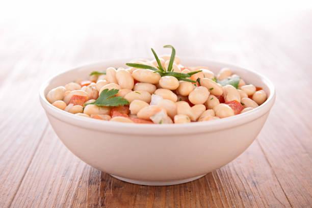 white bean salad - fagioli cannellini foto e immagini stock