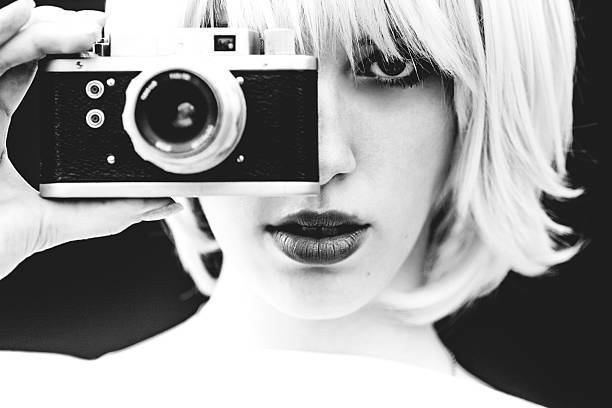 white beauty capture with analog camera - art du portrait photos et images de collection