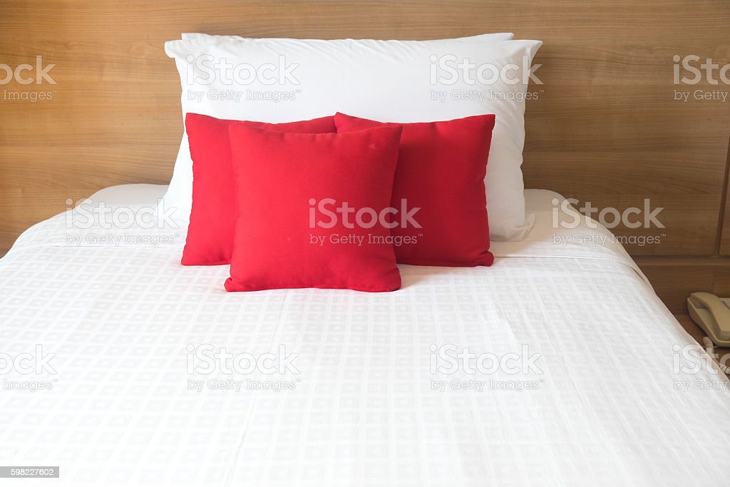 white bed in relaxation bedroom foto royalty-free