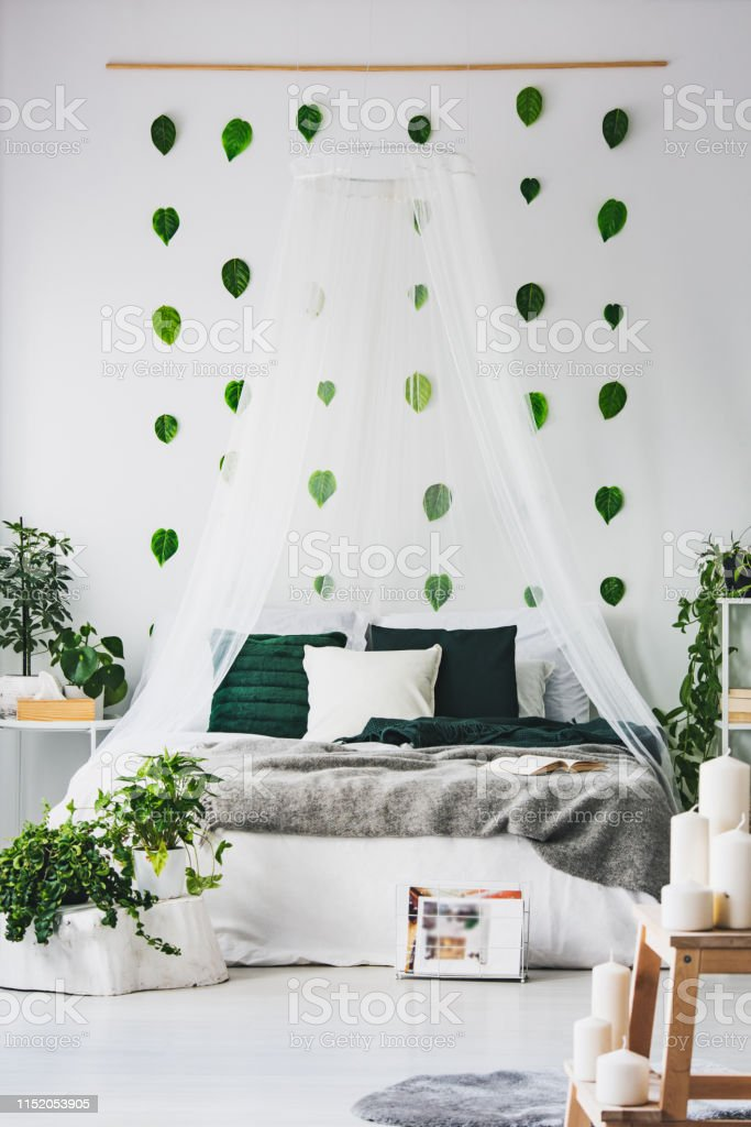 Wall Canopy For Bed.White Bedroom Interior With King Size Canopy Bed With