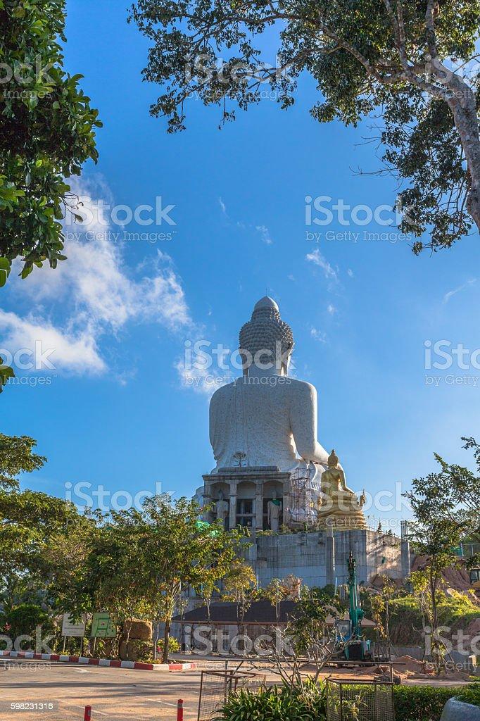 white big Buddha on hilltop foto royalty-free