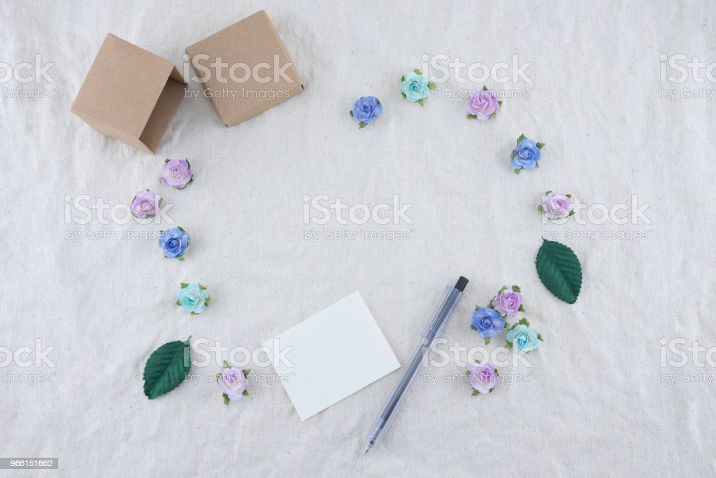 White blank card, pen and brown gift box - Royalty-free Abstract Stock Photo