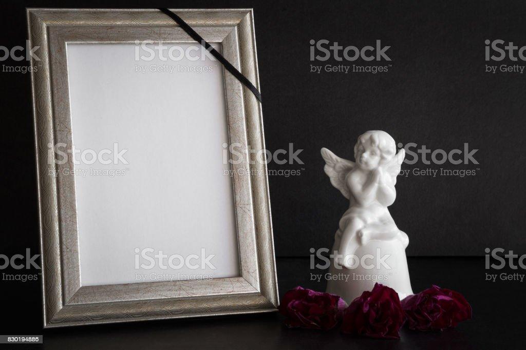 Fotografía de Tarjeta De La Condolencia En Blanco Blanco Con La ...
