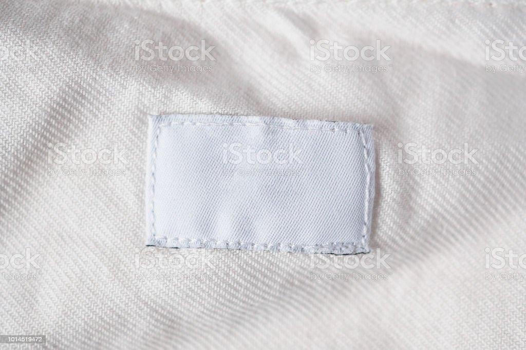 Etiqueta Ropa Blanca Lavandería En Blanco En La Camisa De