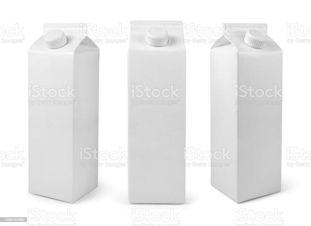 Blanc blanc paquet de lait ou de jus isolé sur blanc avec un tracé de détourage photo libre de droits