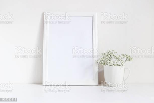 White blank wooden frame mockup with baby breath gypsophila flowers picture id925082818?b=1&k=6&m=925082818&s=612x612&h=tkpwvkfwkyhbui6vqpjkq0gokz0zrmwwmrcznrkhyiq=