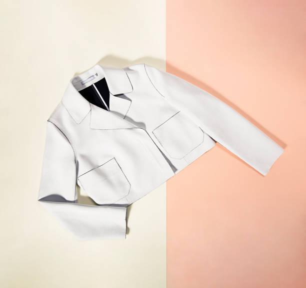 witte blazer geïsoleerd achtergrond - men blazer stockfoto's en -beelden