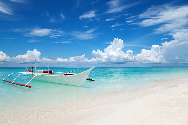 white boat on a tropical beach - cebu stockfoto's en -beelden